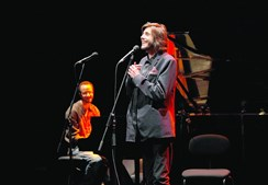 Salvador Sobral atuou esta sexta-feira no Cartaxo, naquele que foi o seu segundo concerto desde a vitória na Eurovisão