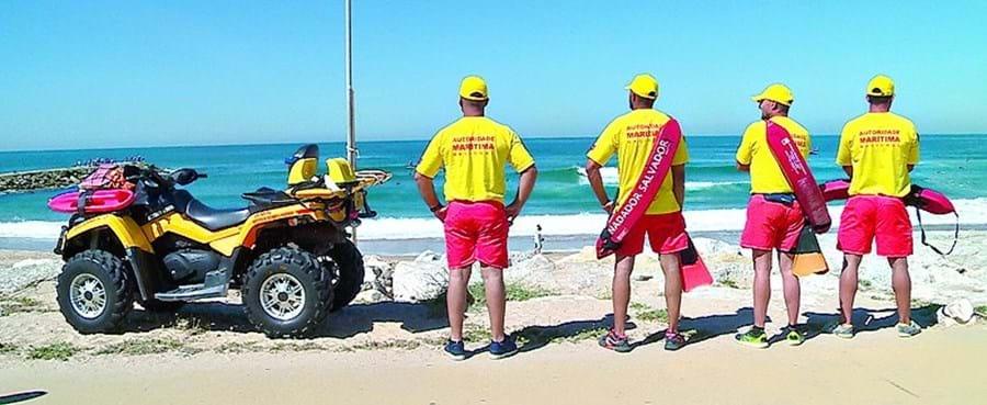 Fuzileiros estão atentos aos areais da Costa da Caparica, Nazaré e Ericeira