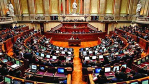 Parlamento aprova linha de tesouraria de 750 milhões de euros para PME até março