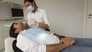 Periodontite, uma inflamação provocada por bactérias que ameaça os dentes