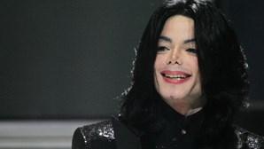 """Médico diz que Michael Jackson foi """"castrado quimicamente"""" pelo pai"""