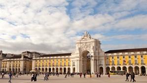 Centenas de polícias iniciam manifestação em Lisboa contra o Governo