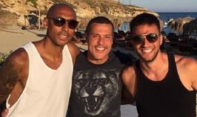 Capitão do Benfica com o guarda-redes e Andreas Samaris