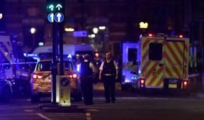 Grande aparato de forças policiais e de meios de socorro acorreram ao local, em Londres