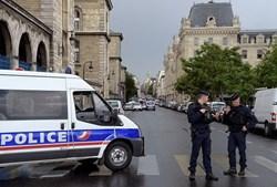 Paris em alerta após ataque a polícia