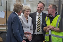 Gavin Barwell e Theresa May