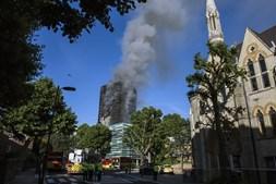 Edifício Grenfell, em Londres, ficou totalmente destruído