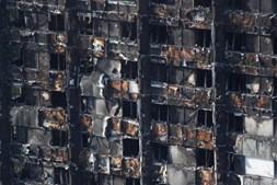 O estado de destruição da torre grenfell, após o fogo devastador que a atingiu