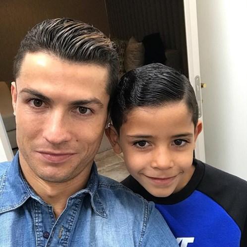 6e98840b294e3 Novo corte de cabelo de Ronaldo tem uma explicação - Famosos ...