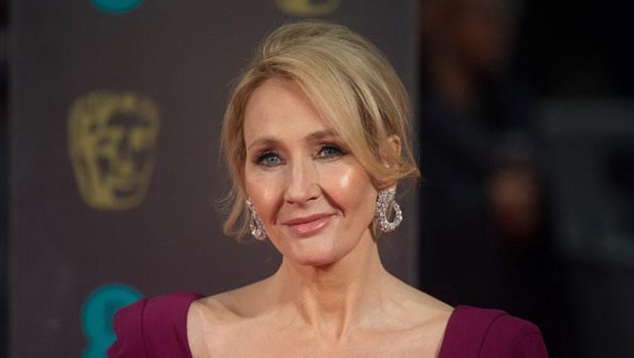 J. K. Rowling, a autora da saga Harry Potter, pode ter deixado Hogwarts para trás mas continua a ter um grande impacto nas redes sociais