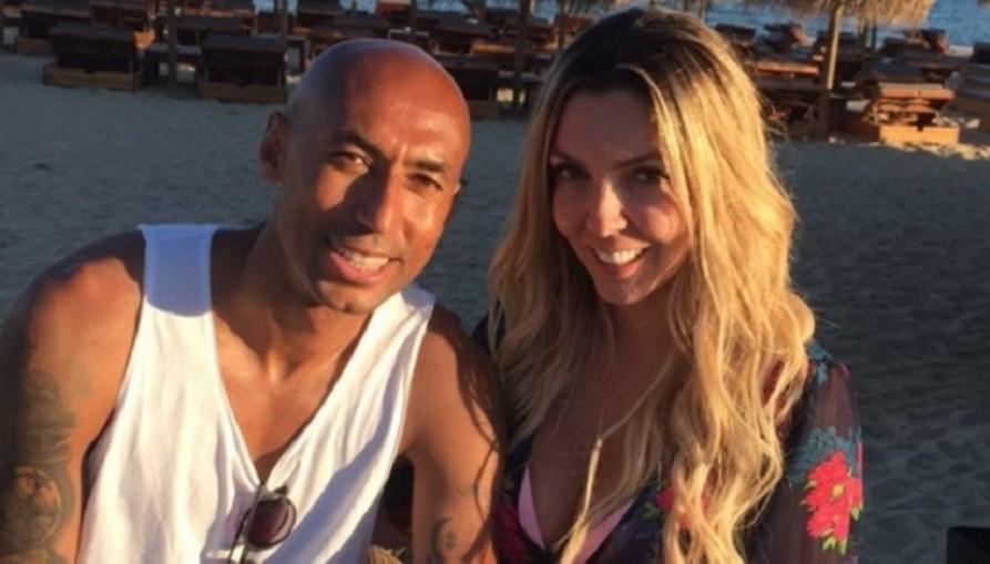 Luisão na praia com a companheira