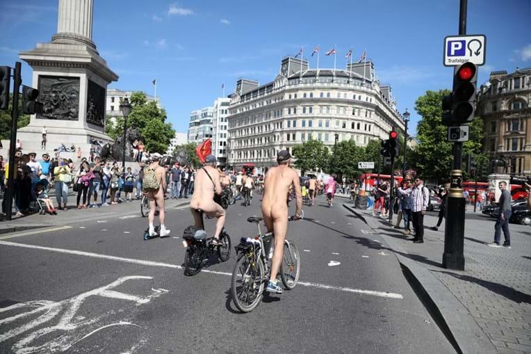 Ciclistas nus invadem Londres