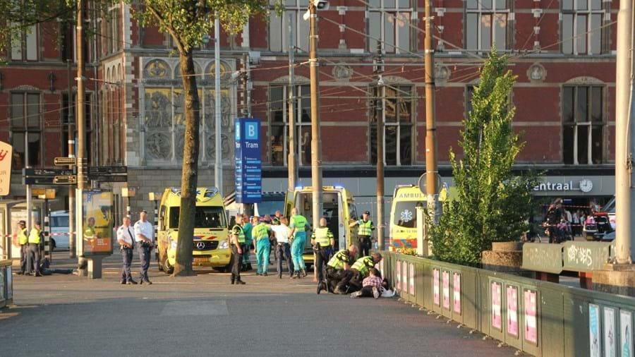 Carro abalroa várias pessoas em Amesterdão