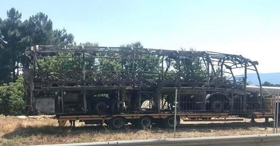 Autocarro ficou destruído