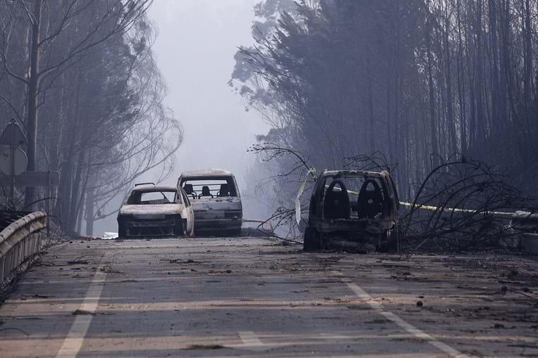 Estrada que liga Figueiró dos Vinhos a Castanheira de Pera foi fatal para 47 pessoas que não conseguiram fugir da fúria das chamas e morreram carbonizadas e intoxicadas