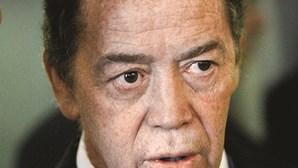 Ex-ministro Manuel Pinho esconde luvas do BES