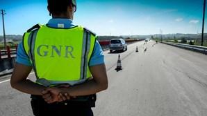 Sequestra filhos e foge 25 km à GNR