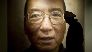 Seis detidos e dois desaparecidos por homenagearem Liu Xiaobo