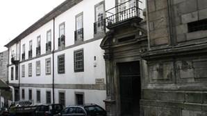 Homem condenado a pena suspensa por tentar matar outro no Porto