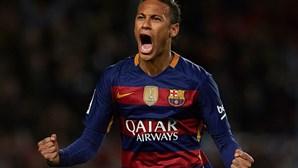 Neymar pega-se com Semedo e força saída para o PSG