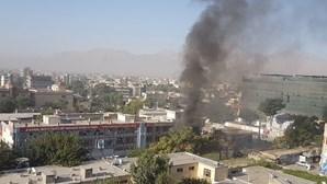 Ataque suicida faz dezenas de mortos em Cabul
