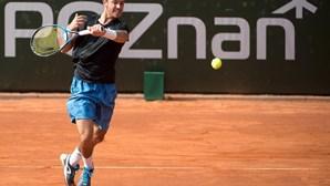 Tenista Gonçalo Oliveira nos oitavos de final de torneio na Tailândia
