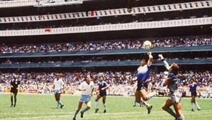 Diego Maradona lembra 'mão de Deus' para defender uso de vídeo-árbitro