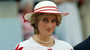 """Príncipe Carlos disse a Diana que tinha """"direito"""" a ter amante"""