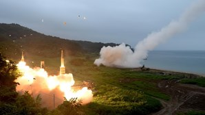Coreia do Norte dispara míssil que atingiu Japão