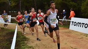 Etson Barros vence ouro nos 2.000 metros obstáculos do Festival Olímpico da Juventude