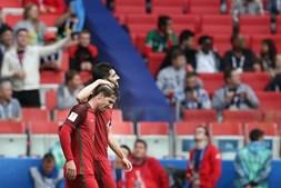 Jogadores portugueses celebram o segundo golo