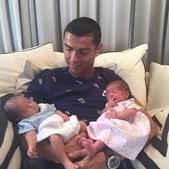 Cristiano Ronaldo com os gémeos