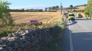 Carro despistou-se para campo agrícola