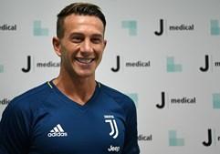 Federico Bernardeschi assinou pela Juventus