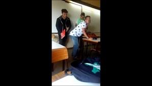 Professor participou no que chama de brincadeiras com os alunos que filmaram tudo com os telemóveis