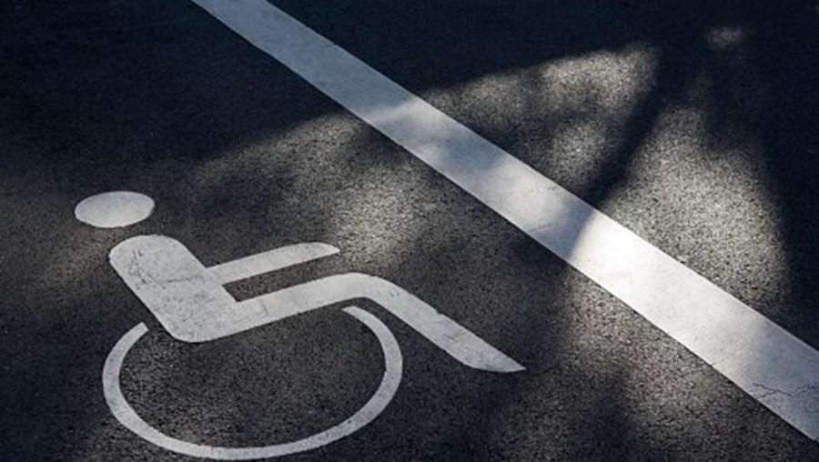 Lugares reservados a pessoas portadoras de deficiência