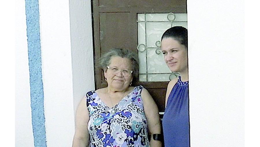 Veneranda Militão recebe a visita diária de Paula Gomes