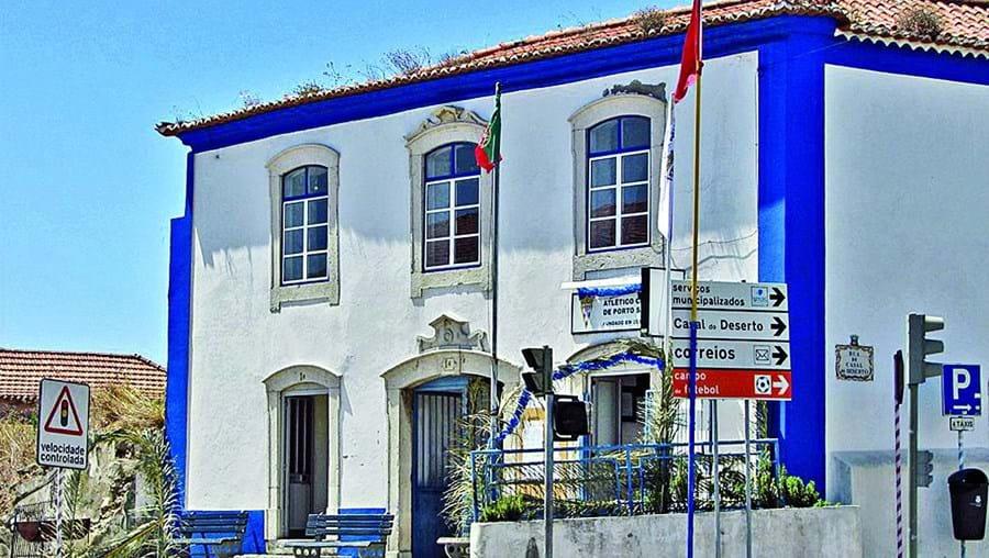 2770965aa O edifício é dos mais antigos na freguesia de Porto Salvo e alberga desde  1975 o