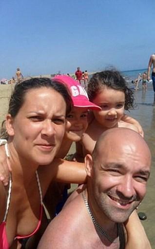 A família Gomes, a aproveitar um dia de praia