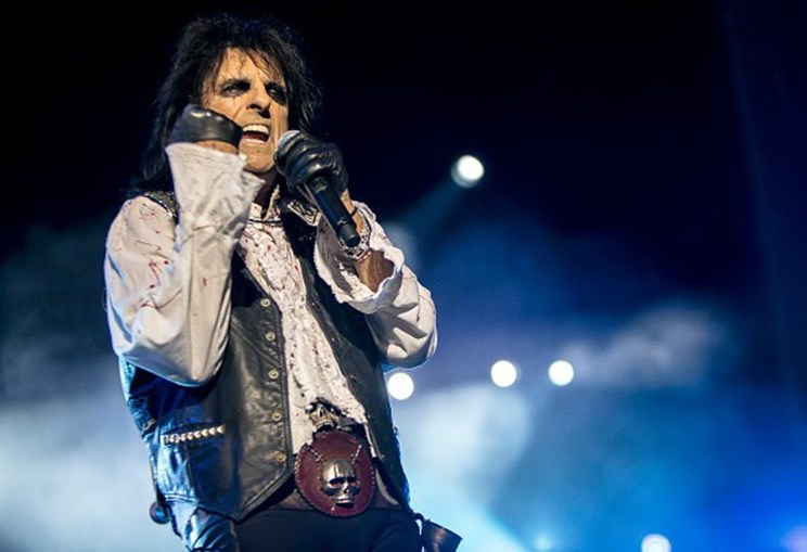 O cantor Alice Cooper encontrou uma obra esquecida de Andy Warhol