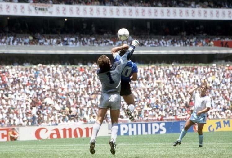 A 'mano de dios' de Maradona no jogo contra a Inglaterra no Mundial de 1986