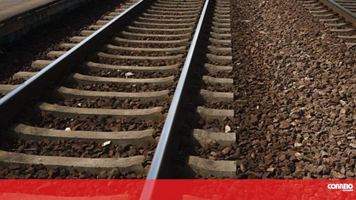 Homem ferido após queda na linha do comboio. Circulação em Sintra interrompida - Correio da Manhã