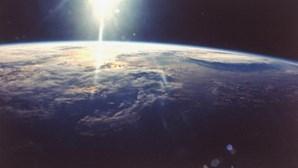 Cometa gigante aproxima-se do planeta Terra