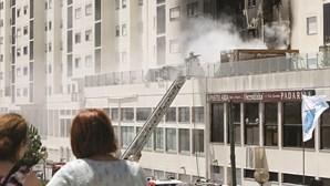 Fogo em prédio obriga a retirar 50 pessoas