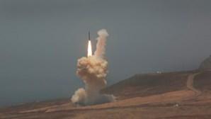 EUA lançam míssil balístico intercontinental