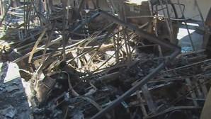 Incêndio industrial destrói 10 viaturas e armazéns em Leiria