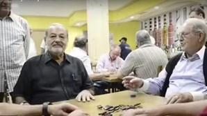"""Maiores milionários do mundo """"apanhados"""" a jogar dominó"""