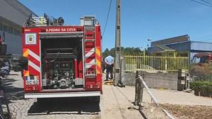 Fábrica de metais destruída pelo fogo em Gondomar