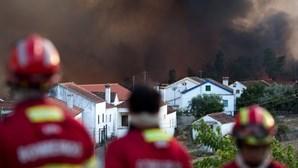 Incêndio em Vila de Rei começa a ficar controlado