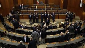 Líbano abole lei que favorecia casamento de violador com a sua vítima